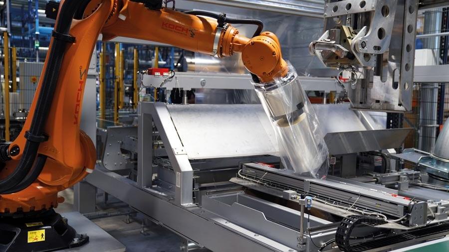 Verpackung von Rollen durch den Robot Flex Packer