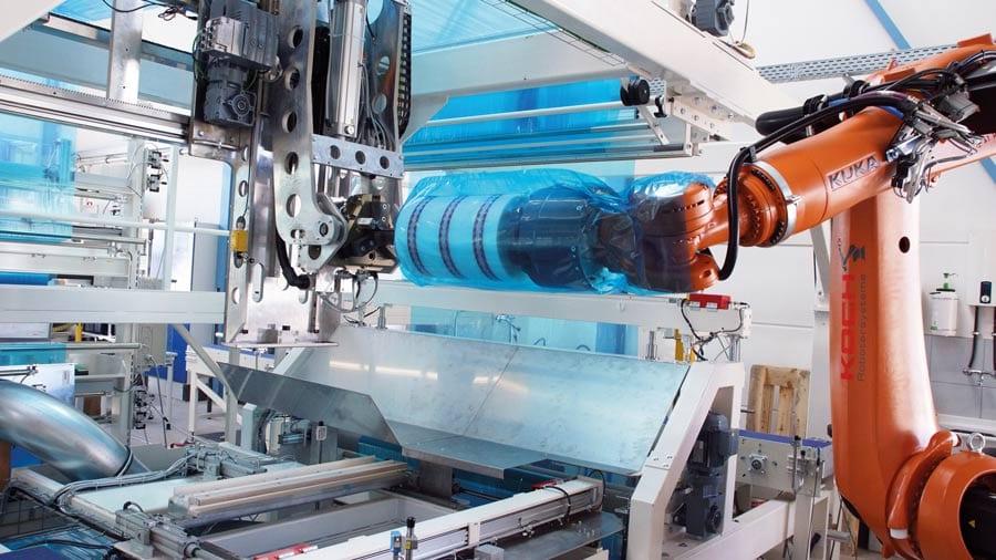 Mit dem Robot Flex Packer verpacken Sie Ihre Rollen vollautomatisch und hochflexibel