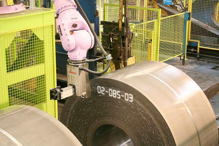 Kennzeichnen eines Coils mit einem KOCH Robotergreifer