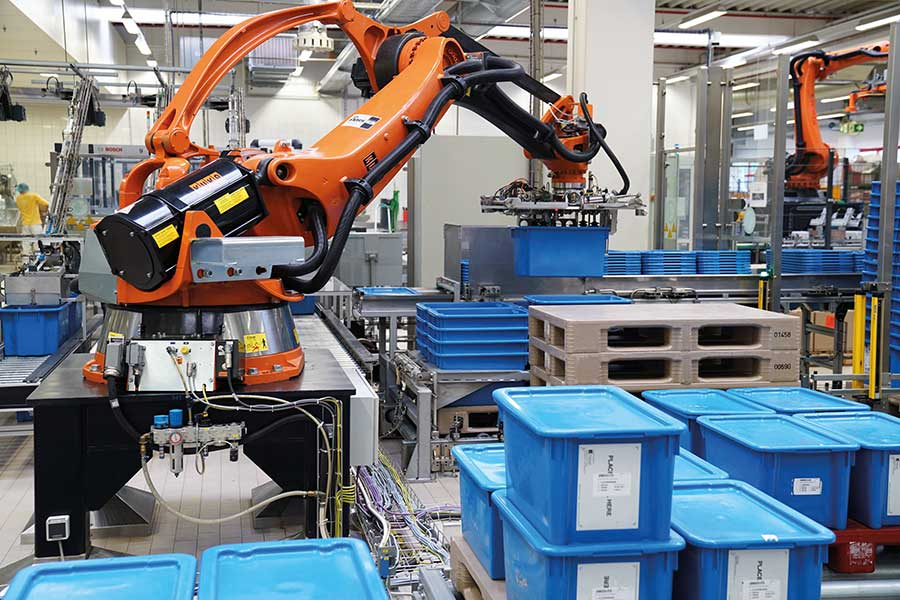 Bereitstellung leerer KLTs durch das KOCH Robotersystem