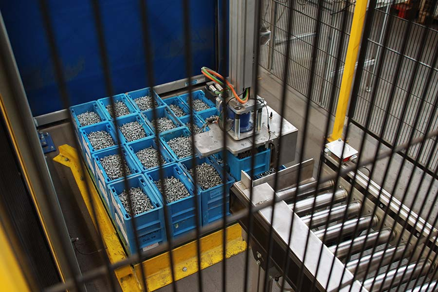 Palettieren von gefüllten KLTs durch ein Portal