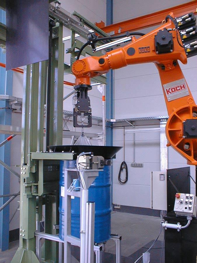 Robotergestütztes Verstauen eines Sacks in einem Fass